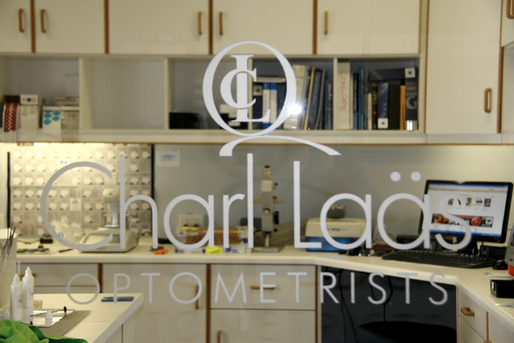Photo showing the mini glazing lab at Charl Laäs Optometrists